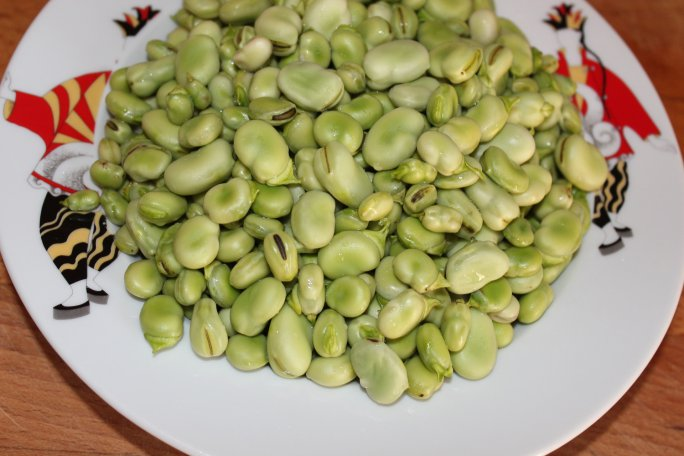 boiling broad beans